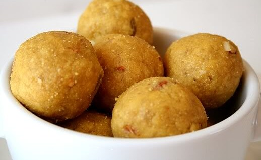 making of besan laddu, indian sweets, Indian festival sweets