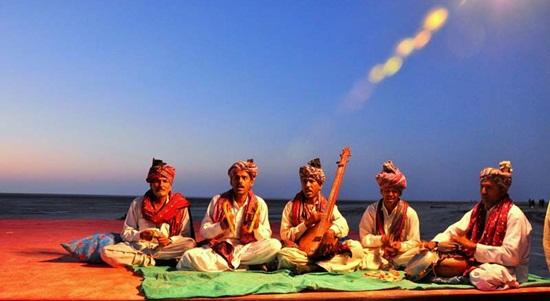 folk music in rann utsav, gujarat festivals, India tourism, festivals of India, pictures of kutch festival
