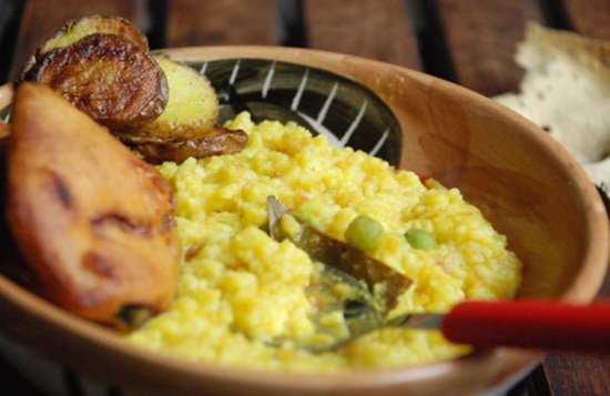 khichuri with maach bhaja, Indian Eagle travel blog, Bengali delicacies, Bengali menu
