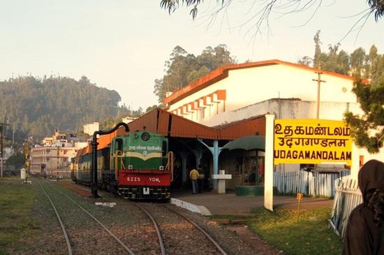 tourist attractions of coonoor, details of nilgiri mountain railway, India during monsoon