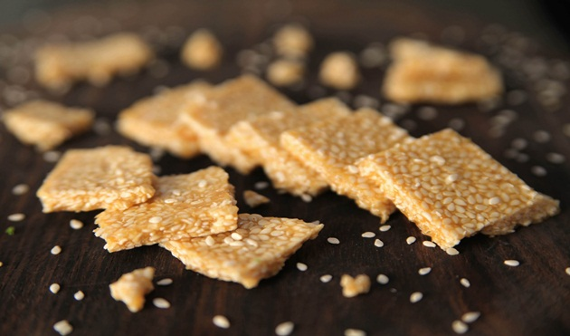 Til Chikki sweet, Makar sankranti delicacies, IndianEagle travel blog