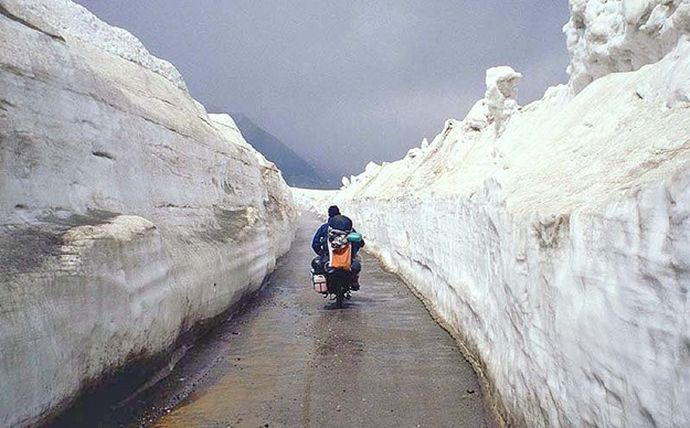 Manali to Rohtang Pass, Himalayan road trips