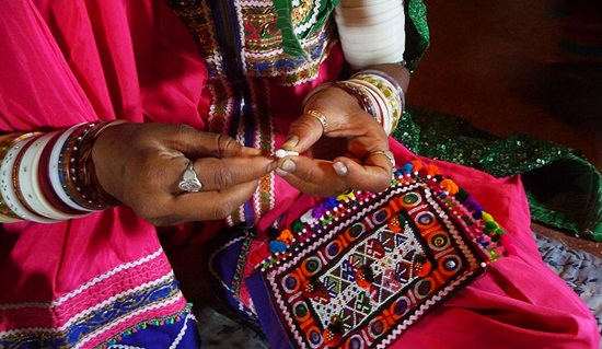 kutch embroidery, needlework of gujarat, what to buy in gujarat, gujarati handicrafs