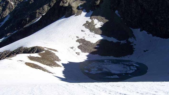 offbeat India travel, offbeat destinations in incredible India, roopkund lake in leh