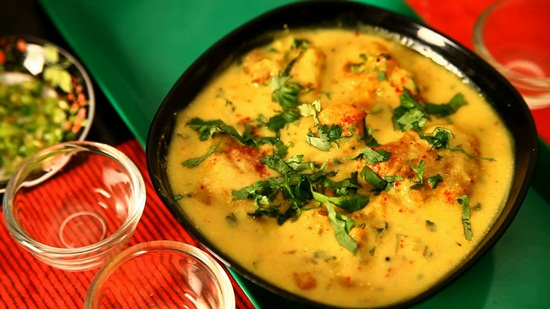 Udaipur cuisine, things to eat in Udaipur, Rajasthani dishes, kadhi pakoda with rice