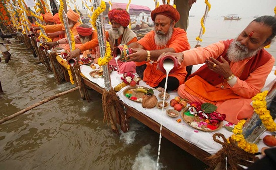 rare facts of kumbh mela India, travel to India during kumbh mela, Indian religious festivals, festivals in India 2014