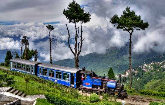 Darjeeling Hiamalayan railways, Toy tains in Darjeeling, most scenic railways of India