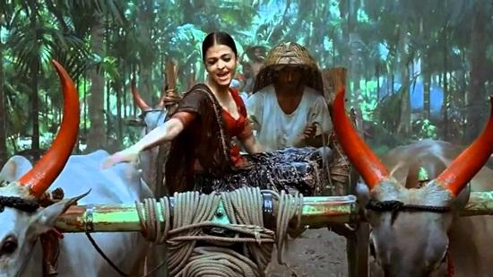 Indian Monsoon Getaways in Romantic Bollywood Songs