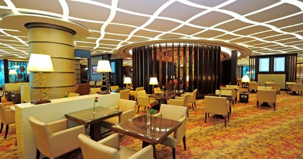 How is Emirates' First Class Lounge at Dubai International Airport?