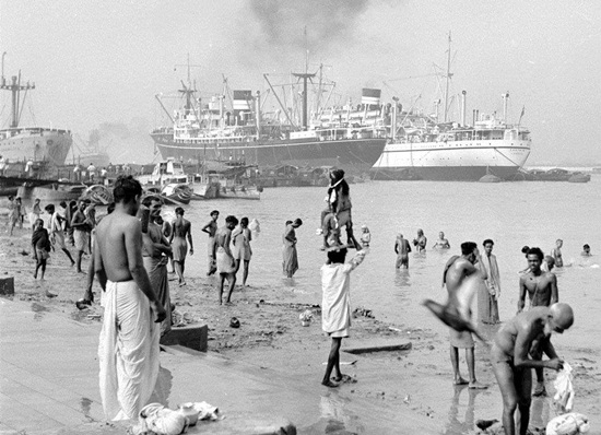 Hooghly riverfront of Calcutta in 1960s, pictures of old Calcutta