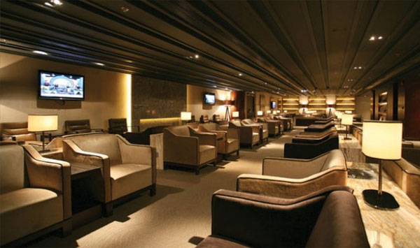 What are services at Plaza Premium Lounges, New Delhi Airport