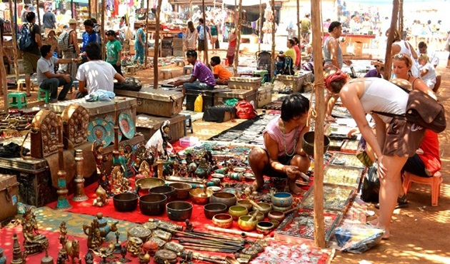 budget shopping in Indian street markets, budget travel tips for backpacking in India