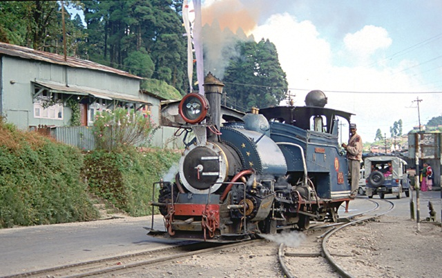 top 10 Indian summer destinations, coolest places in India in summer, Darjeeling Ghum Valley, IndianEagle flights