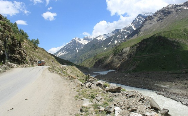 road to Ladakh, stories of Ladakh, bike trips to Leh, IndianEagle travel booking to India