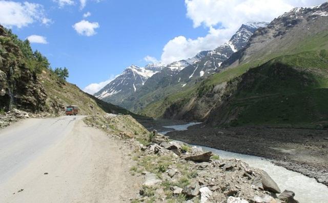 road to Ladakh, stories of Ladakh, bike trips to Leh, IndianEagle travel booking to India