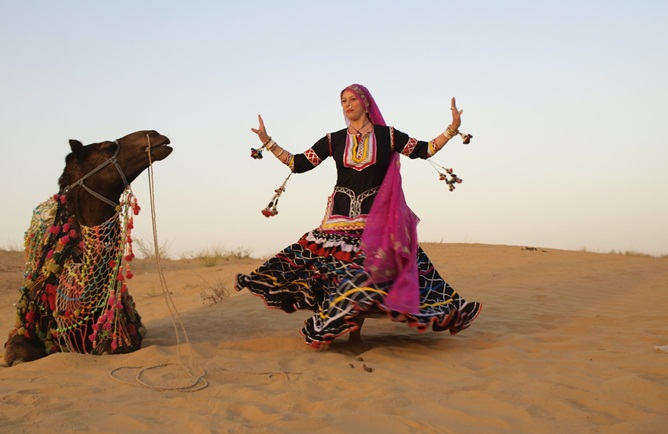 gypsies of Rajasthan, gypsy in desert, gypsy men & women