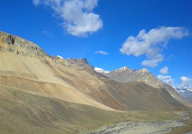 Road to Ladakh, Ladakh road trips, Indian travel bloggers