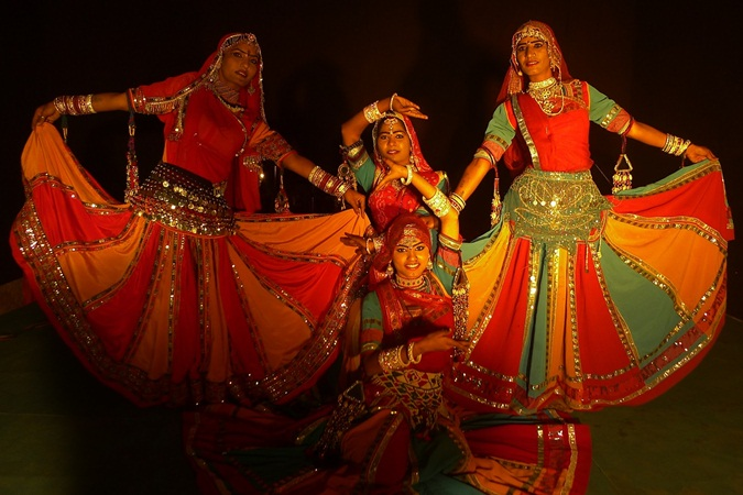 gypsy dancers, kalbeliya women of Rajasthan, folk dance of Rajasthan
