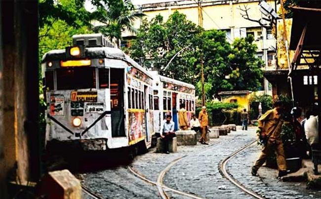 tram in Kolkata, Kolata stories, IndianEagle travel, cheap flights to Kolkata