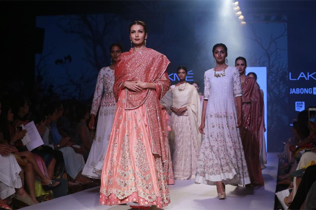 Designer Soumitra Mondal shows, IndianEagle travel, Indian fashion