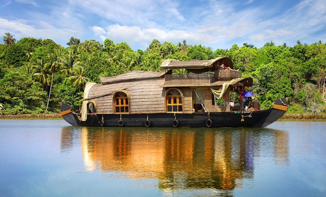 kerala backwaters, monsoon travel, kerala tourism