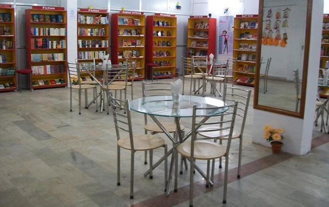 Lucknow interesting facts, Cafe Bookworm, Indian book cafes
