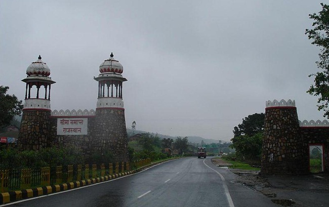 Chittorgarh to Delhi road trip, delhi road trips,  story of Chittorgarh fort