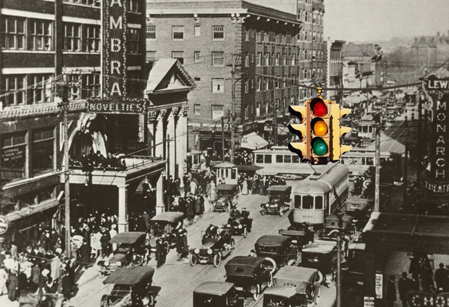 first traffic signal, interesting facts of traffic signal, IndianEagle travel