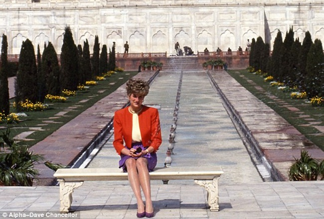Princess Diana at Taj Mahal, history of Taj Mahal, monument of love