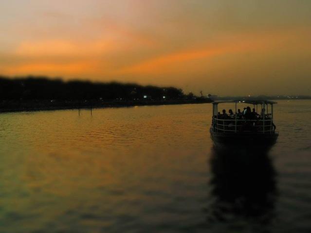 Hyderabad tourist places, Hussain Sagar Lake, places to visit in Hyderabad, Telangana Tourism