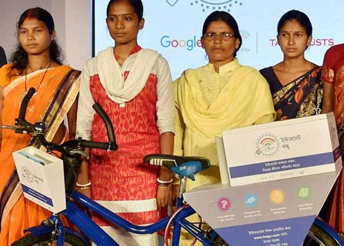 Internet Saathi, Google India, rural Bengal, women education, rural Indian women