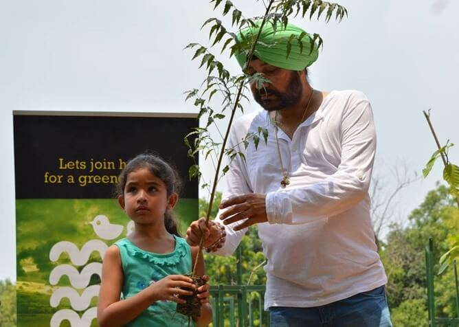 7-year-old New Jersey Indian Girl is on Tree Plantation Drive with Singer Daler Mehndi in Delhi