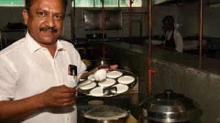 Meet Chennai's Eniyavan, an Auto-rickshaw Driver and Class 8 Dropout, who Makes 2000 Idli Varieties