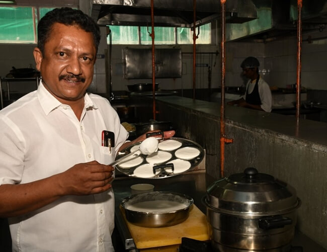 Chennai Eniyavan Mallipoo Idli, varieties of idli, inspiring stories India, Chennai food travel