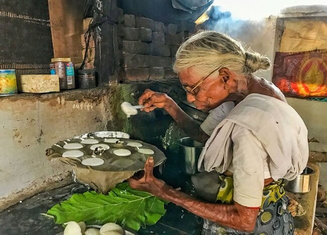 Serving Yummy Idli Just for Rs 1, this 80-year-old is Real Annapurna for the Poor in India